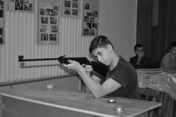 Стрельба сидя за столом