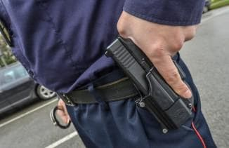 Применение оружия полицейским